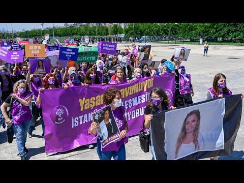 تركيا: مسيرة نسائية في إسطنبول للمطالبة بالتراجع عن قرار الانسحاب من اتفاقية لمكافحة العنف ضد المرأة  - 21:56-2021 / 6 / 19