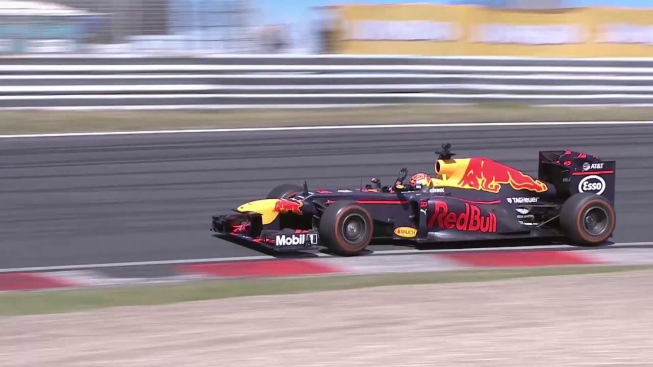 FORMULE 1: Max Verstappen trekt de trukendoos open op het circuit van Zandvoort - YouTube