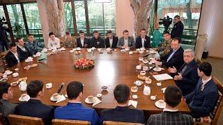 ՍերԺ Սարգսյանը հանդիպման ժամանակ լսել է զինծառայողների մտահոգություններն ու հարցադրումները