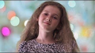 """Крылатые качели -  Арина Таратухина, 7 лет, песня из кинофильма """"Приключения Электроника"""""""