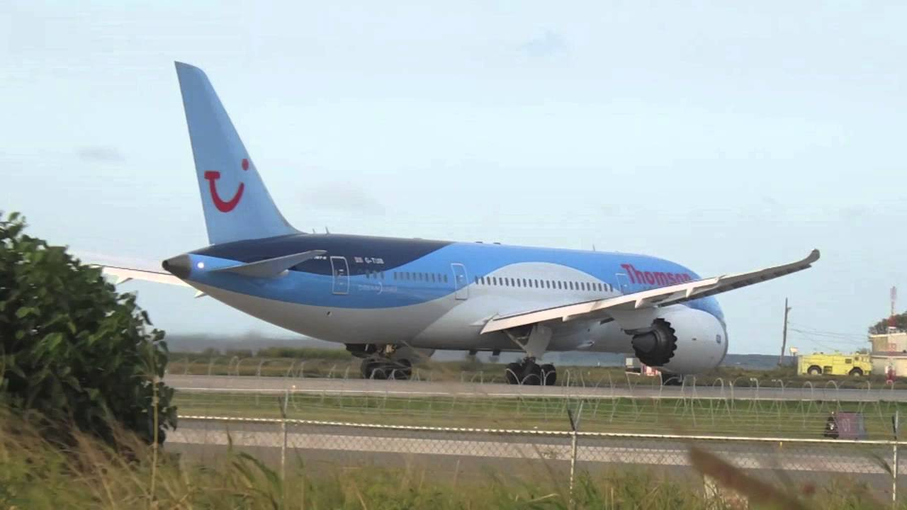 Thomson TUI 787-8 out of MBJ - YouTube