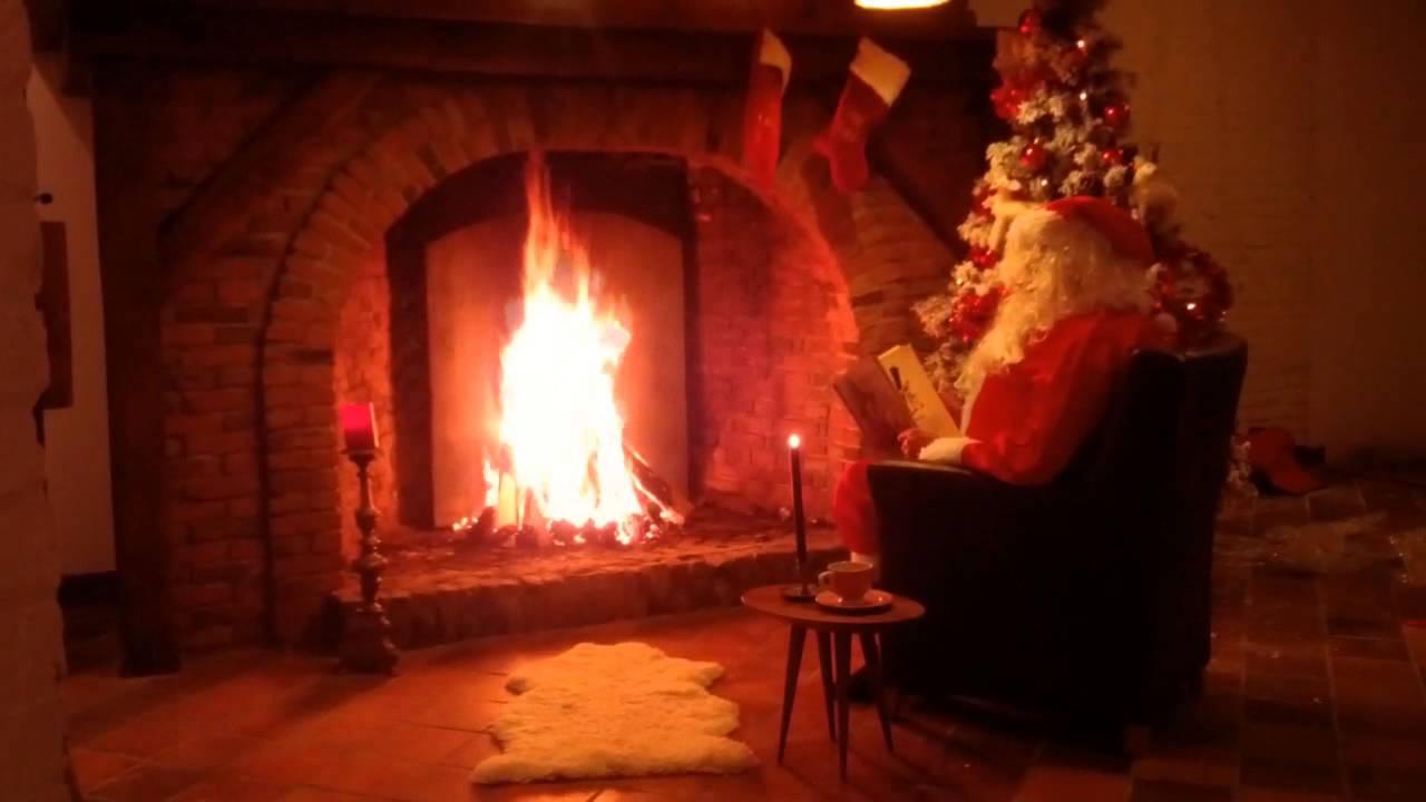 santa by the fireplace with music kerstman bij de open haard met