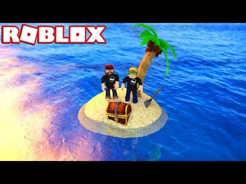 LOOKING FOR TREASURE ON MY OWN ISLAND! / ROBLOX TREASURE HUNT SIMULATOR