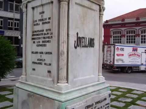 PLACE Gaspar Melchor de JOVELLANOS estatua en GIJÓN