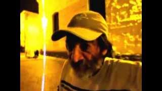 Habitante de la calle habla de la toma del palacio de justicia - Gustavo Petro Guerrillero y mas