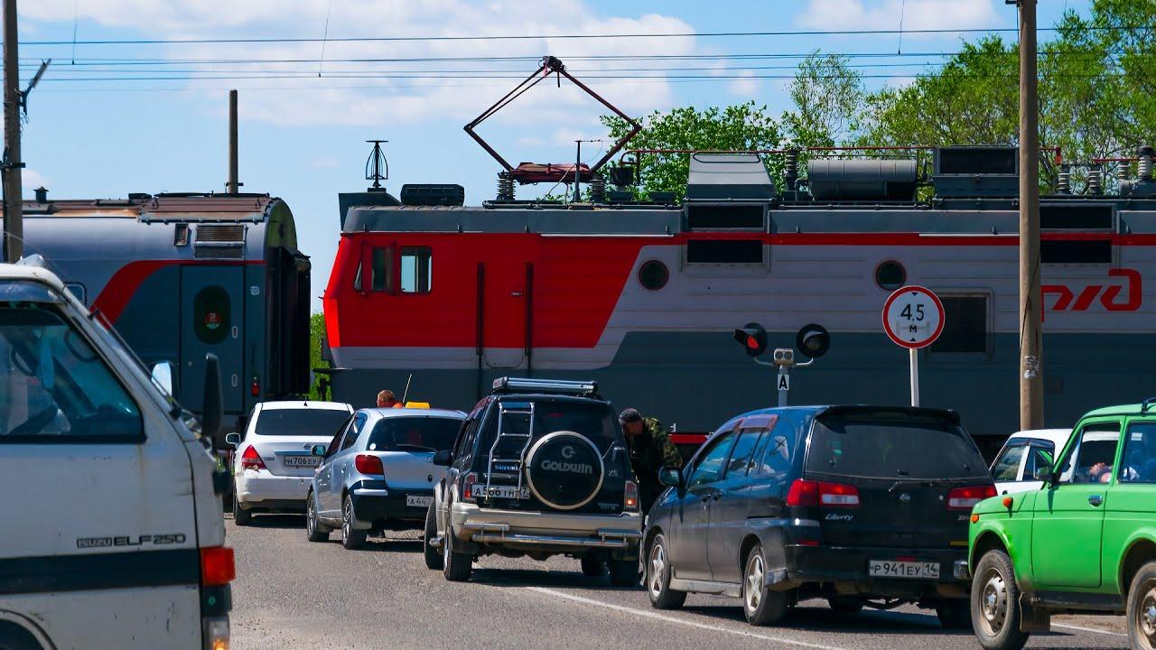 RailWay. Another long wait at the railway crossing / Еще одно длительное ожидание на жд переезде