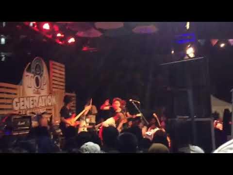 Fourtwnty - Aku bukan binatang (Live at Universitas Negeri Yogyakarta ) , November 2017