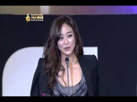 """2012 Asia Model Awards"""" 모델스타상(한국)"""" 수상자 Lee Jeongjin, Kim Hyojin"""