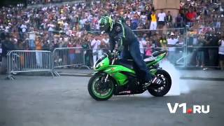Мото-шоу Adrenaline FMX Rush(http://v1.ru/text/newsline/684843.html Такого накала страстей, как в Волгограде, не видел ни один город на мотофристайл-ш..., 2013-08-02T10:16:36.000Z)