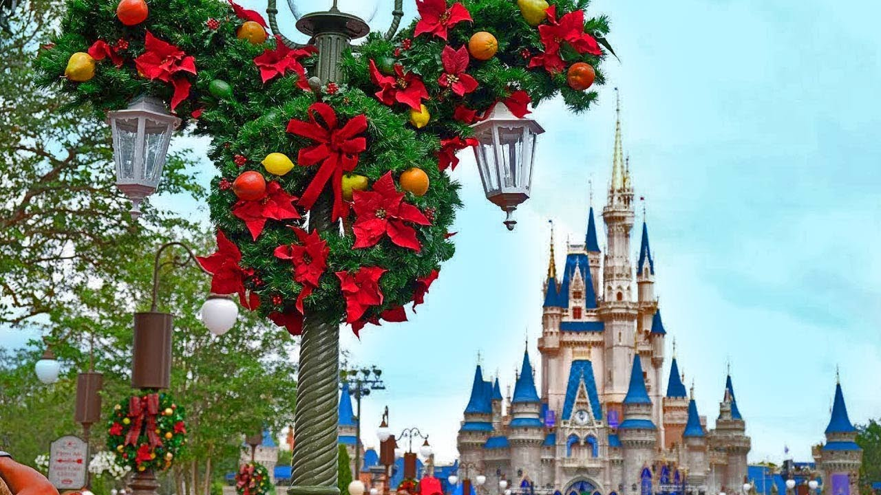 Disney Christmas Decorations.Christmas 2017 Decorations Appear At Magic Kingdom Walt Disney World
