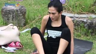 Celebrity Fitness Gelar Yoga di Candi Ratu Boko