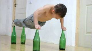 Giuliano Stroe sets world record for doing most air push-ups on glass bottles