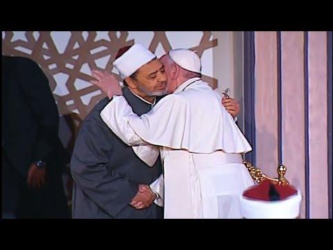 """البابا فرنسيس يدين من مصر """"العنف باسم الدين"""""""