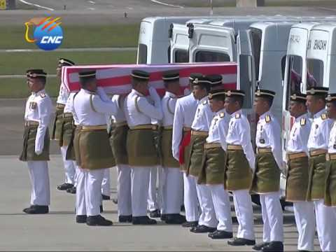 Bodies of MH17 Victims Return Home - Malaysia in Mourning