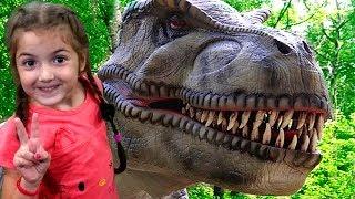 Giant dinosaurs for kids