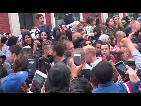 Massale steunbetuiging voor Nouri in Geuzenveld