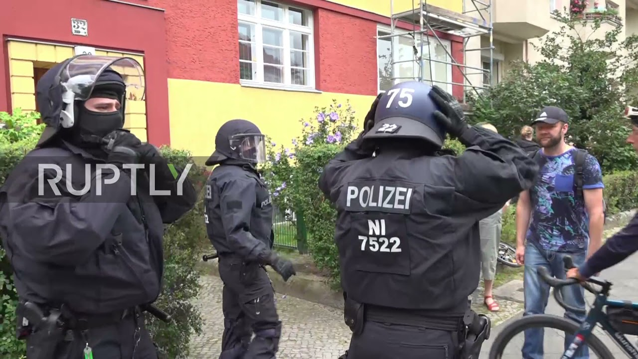 Download Germany: Clashes as COVID sceptics protest in Berlin