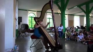 La harpiste Monique BARDON rend visite aux enfants de l