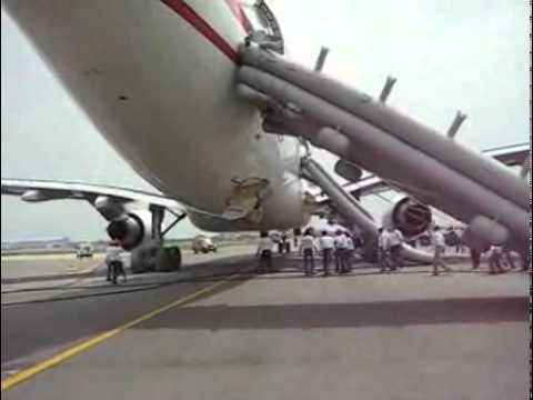 Air Mauritius A330 bird strike à New Delhi : accélération arrêt et évacuation par les toboggans