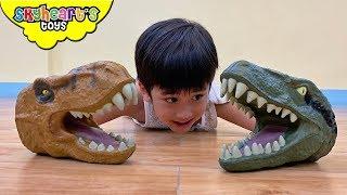 DINOSAUR PUPPET BATTLE! Skyheart pretend play with dinosaurs for kids trex