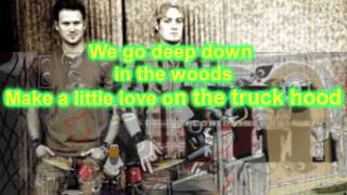 Backwoods Beauty Queen lyrics [With Flare]