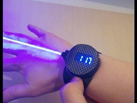 Desarrollan el primer modelo real del reloj equipado con rayo láser