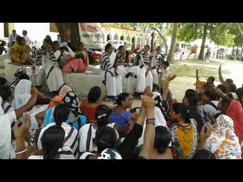 Swasth bhibhag karyakarti Asha union...dharna pradershon Mainpuri ...