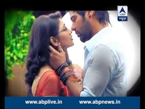 Kukum Bhagya: Abhi Confesses His Love To Pragya In Moonlight