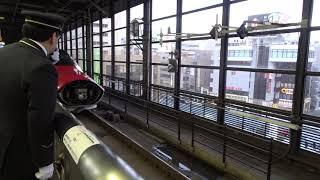 盛岡駅での秋田新幹線「こまち」と東北新幹線「はやぶさ」の連結シーン