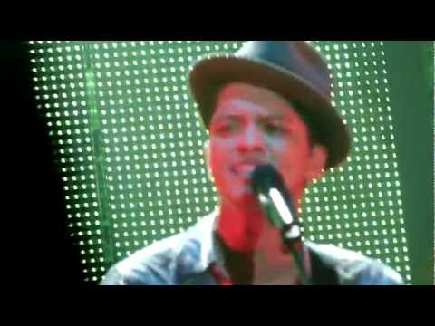 Bruno Mars  - Liquor Store Blues - live Manchester 2 november 2011 - HD