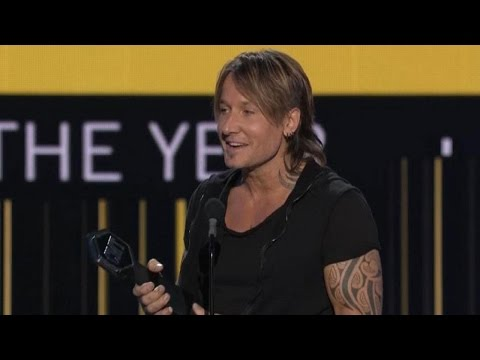 2017 CMT Awards: Keith Urban Takes Home 4 Awards, Adorably Dedicates Trophy to Wife Nicole Kidman
