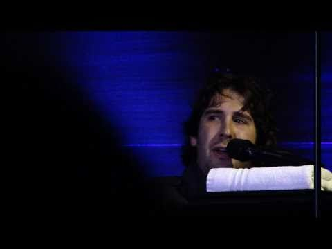 Josh Groban - changing colors - live Hamburg 19.01.2011
