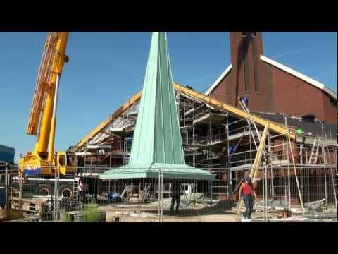 Toren Hersteld Hervormde Kerk voorzien van Klokken en Spits