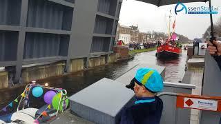 Jurre (6) opent brug voor Sinterklaas in Assen