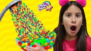 Maria Clara e JP no chuveiro mágico de M&M's ♥ Kids Pretend Play Magic Shower والدش السحري !!!