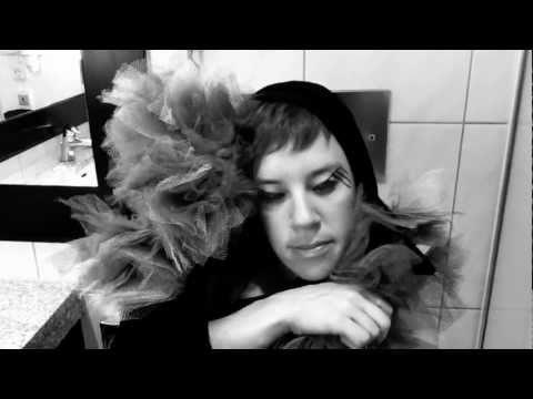 tUnE-yArDs - Gangsta (Official Video)