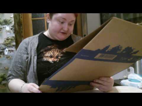 Как сложить почтовую картонную коробку видео