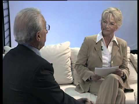Professor Dr  med Madjid Samii im Gespräch mit Frau Berger  auf dem h1 Sofa    YouTube