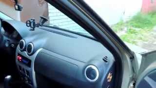 Прячем шнур от регистратора в машине Рено Логан