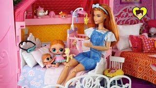 Bebés LOL Surprise y Mama Barbie Rutina de Noche en Familia