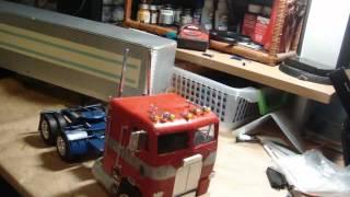 AMT White Freightliner Dual Drive Tractor/Fruehauf Van Trailer reveal