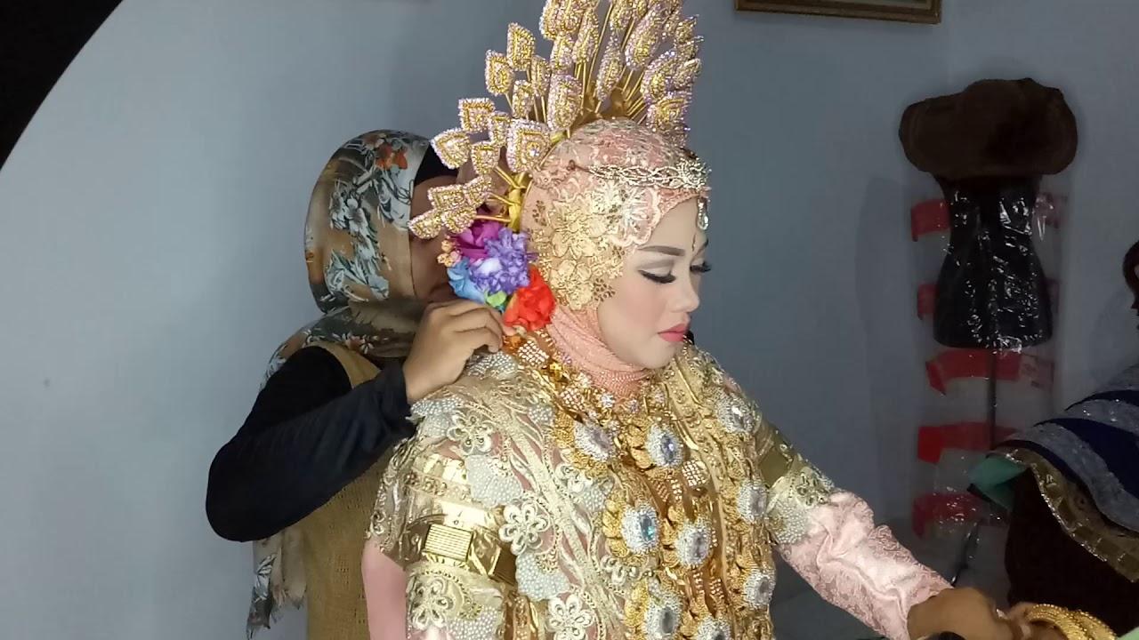 LAMODE TEAM  Pemasangan aksesoris pengantin Bugis - YouTube