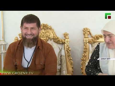 Рамзан Кадыров поздравил чеченских женщин с праздником