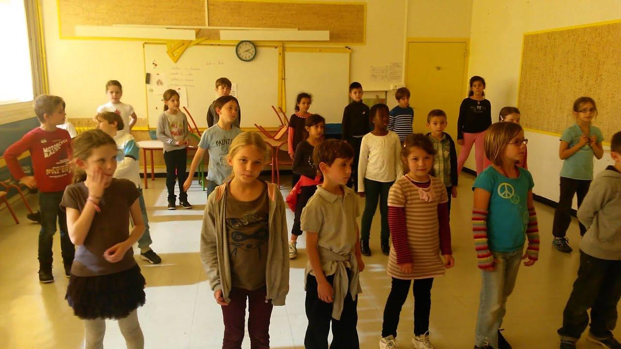 La classe de CE2/CM1 en cours de musique.(2) - YouTube