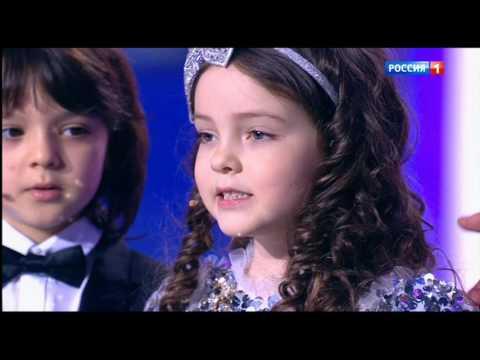 """Семья поздравляет Филиппа Киркорова на """"Субботнем Вечере"""""""
