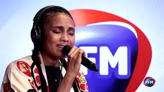 """Imany chante """"Like a prayer"""" de Madonna en acoustique dans les studios de RFM"""