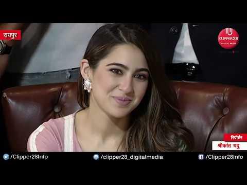 """Raipur : Sara Ali Khan Singing """"Ankh Mare"""" on Ranveer Singh Request"""