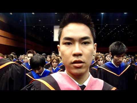ปติยานตนรับปริญญา ม.กรุงเทพ 2011