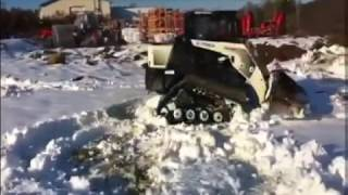 гусеничный минипогрузчик Terex PT60 Track Loader in the Snow