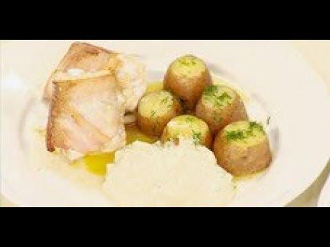 Вареная картошка с соусом из сметаны и соленых огурцов рецепт от шеф-повара / Илья Лазерсон